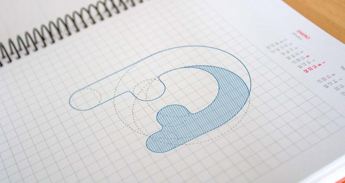Logotipo en lapiz sobre libreto
